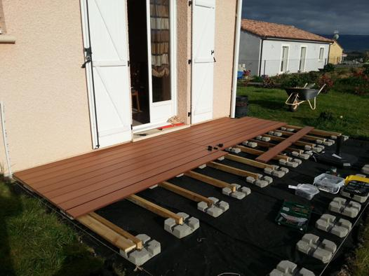 pose terrasse composite sur plot
